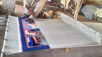 Dhurrie weaving. Photograph courtesy: Sushmit.