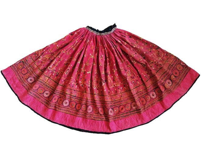 Chaniyo (Skirt), Ahir, 20th century, Kachachh (Gujarat), Rogan work, stitched, Lt. 83 cm (including the waistband); Lt. 393 cm (hemline). Collection: Sushmit Sharma.